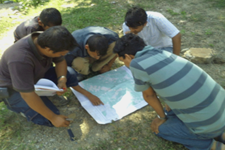 Site discussion at Bagmati irrigation project